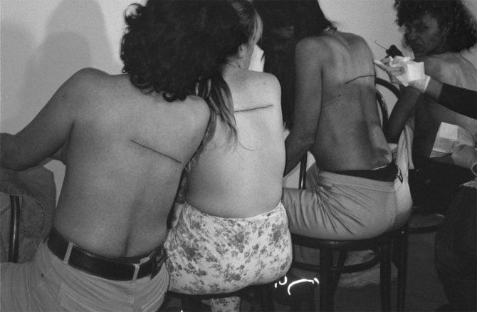 .Santiago Sierra,'160 cm line tattooed on 4 people', 2000. © Santiago Sierra; Courtesy Lisson Gallery
